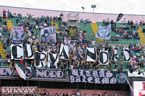 palermo-juventus-tifosi-nord-superiore-bandiere