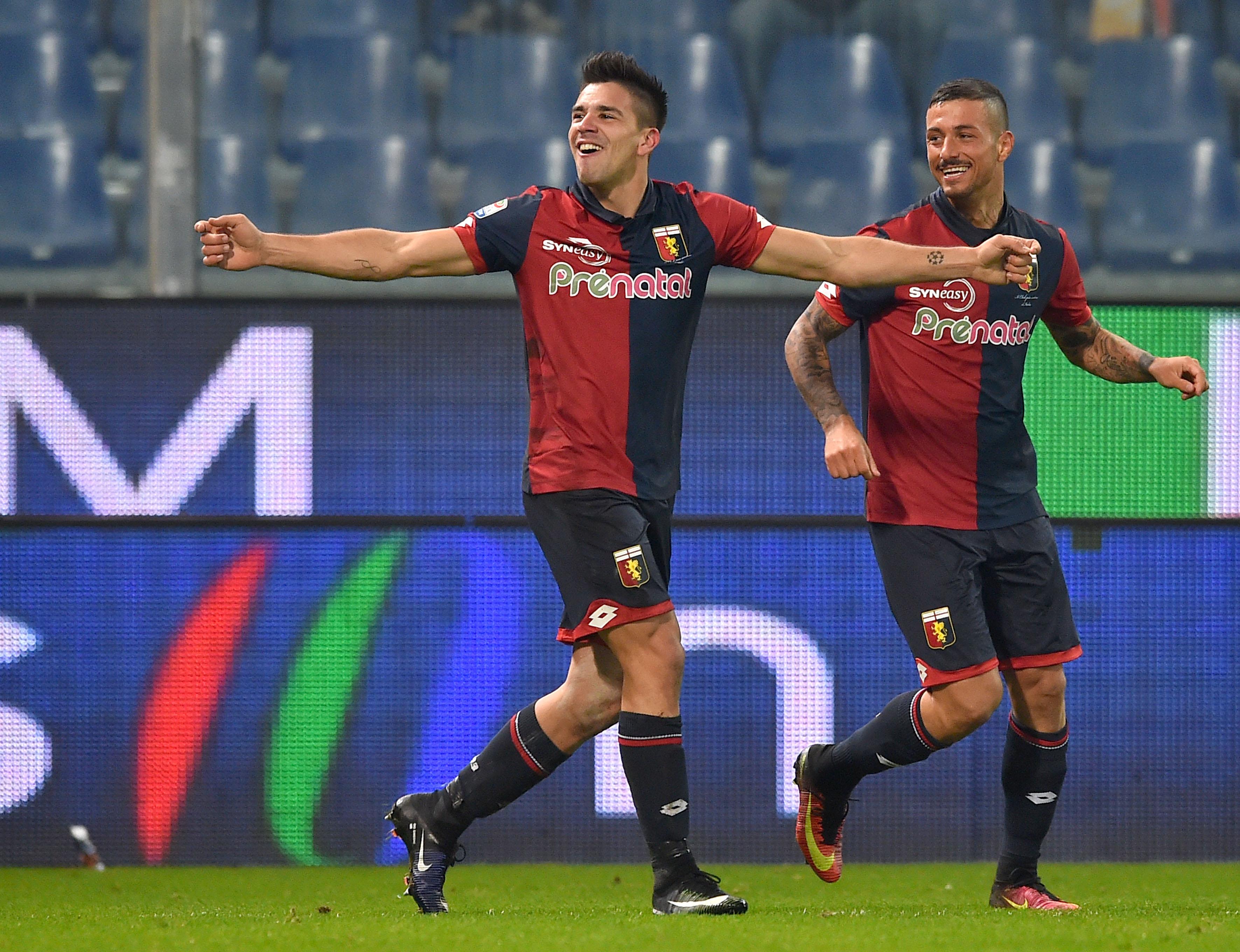 Genova, 18/12/2016 Serie A/Genoa-Palermo Gol Genoa (2-1): esultanza Giovanni Pablo Simeone-Armando Izzo
