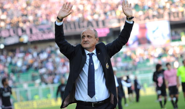PALERMO, ITALY - OCTOBER 17:  Delio Rossi coach of Palermo greets supporters after winning the Serie A match between US Citta di Palermo and Bologna FC at Stadio Renzo Barbera on October 17, 2010 in Palermo, Italy.  (Photo by Tullio M. Puglia/Getty Images)
