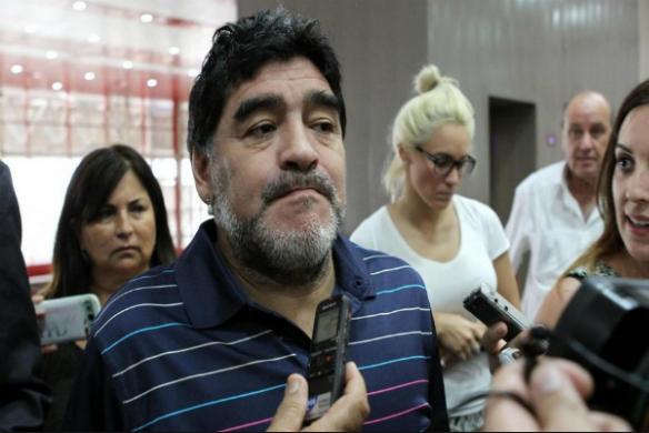 Social, duro attacco di Maradona a Montella