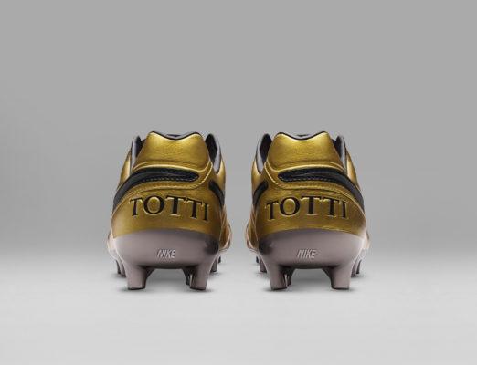 Per Le Presentate Nike I 25 Anni Scarpe Di Totti In A Speciali BIf77nwxU