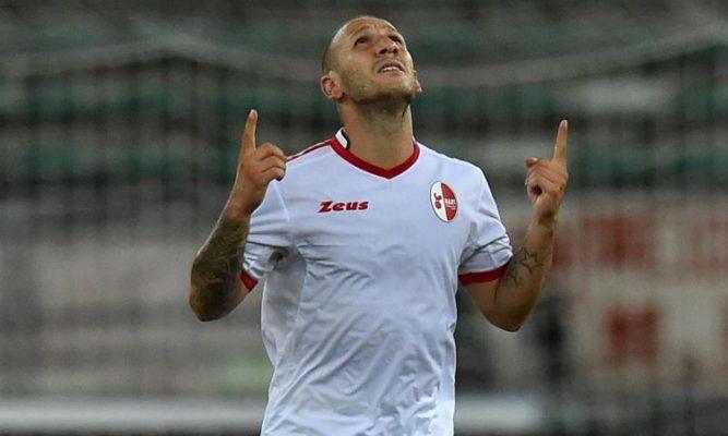 Un super Palermo sbanca Bari e torna in testa alla classifica