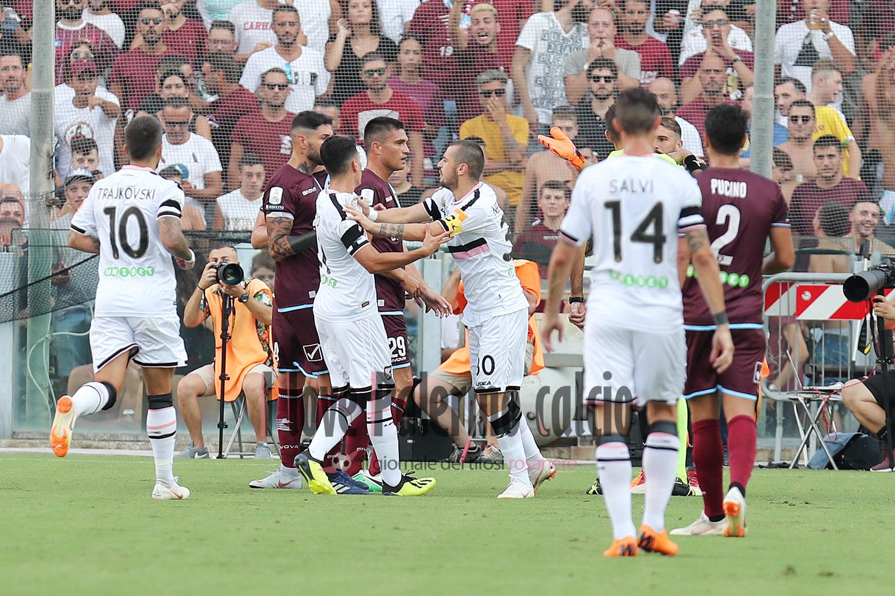 SAL – 25 08 2018 Salerno Stadio Arechi. Salernitana – Palermo Serie B. Nella foto la rissa. Foto Tanopress