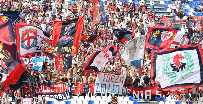 REGGIO NELL'EMILIA, ITALY - SEPTEMBER 18:  Fans of Genoa CFC during the Serie A match between US Sassuolo and Genoa CFC at Mapei Stadium - Citta' del Tricolore on September 18, 2016 in Reggio nell'Emilia, Italy.  (Photo by Giuseppe Bellini/Getty Images)