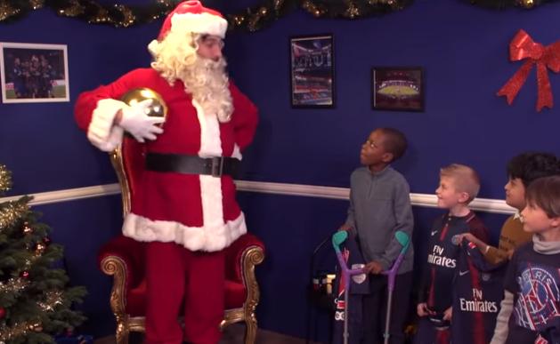Babbo Natale Video Per Bambini.Psg Gianluigi Buffon Diventa Babbo Natale Ecco Il Video