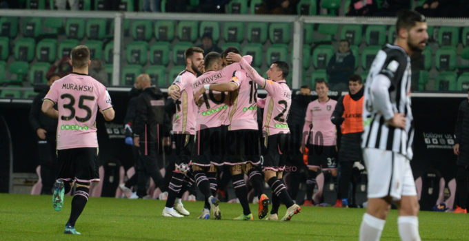 palermo-ascoli-3-0-10 squadra esulta
