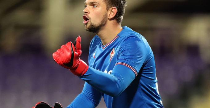 FLORENCE, ITALY - DECEMBER 13: Bartlomiej Dragowski of ACF Fiorentina reacts during the Tim Cup match between ACF Fiorentina and UC Sampdoria at Stadio Artemio Franchi on December 13, 2017 in Florence, Italy.  (Photo by Gabriele Maltinti/Getty Images)