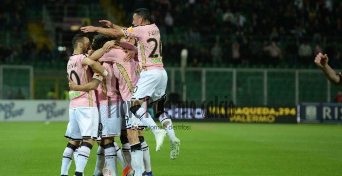 palermo padova squadra esulta falletti gol trajkovski
