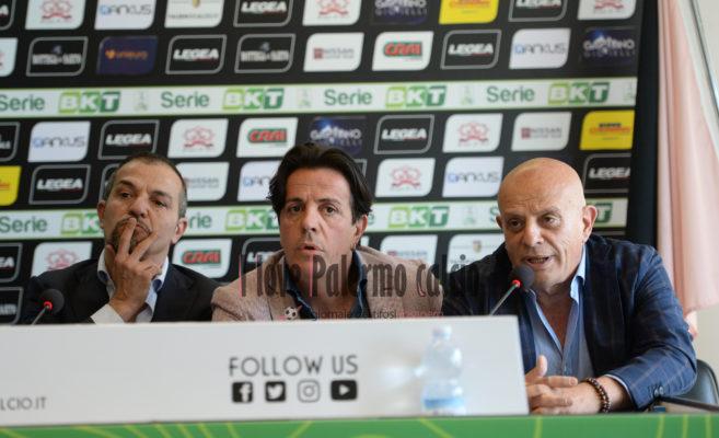 Serie B, Palermo non iscritto al campionato: protesta fuori dal Barbera