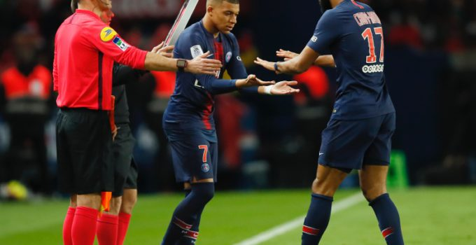 PSG's Kylian Mbappe, center, replaces PSG's Eric Maxim Choupo-Moting during the French League One soccer match between Paris-Saint-Germain and Strasbourg at the Parc des Princes stadium in Paris, France, Sunday, April 7, 2019. (AP Photo/Francois Mori)