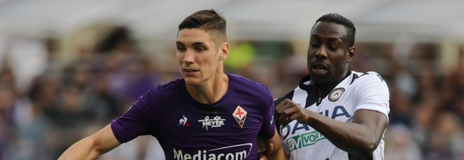 Foto Marco Bucco/LaPresse  06 Ottobre 2019 Firenze, Italia  sport calcio  Fiorentina vs Udinese - Campionato di calcio Serie A TIM 2019/2020 - stadio Artemio Franchi Firenze.  Nella foto:  Nikola Milenkovic Contrastato da William Ekong   Photo Marco Bucco/LaPresse  October 06, 2019 Florence , Italy  sport soccer  Fiorentina vs Udinese - Italian Football Championship League A TIM 2019/2020 - Artemio Franchi stadium, Florence .  In the pic: Nikola Milenkovic challenges William Ekong