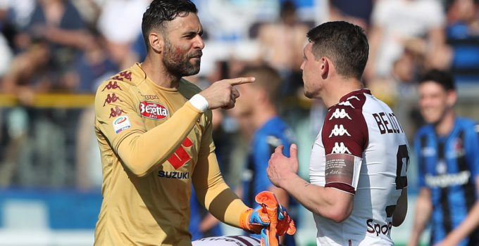 BERGAMO, ITALY - APRIL 22:  Salvatore Sirigu of Torino FC disputes with his team mate Andrea Belotti at the end of the serie A match between Atalanta BC and Torino FC at Stadio Atleti Azzurri d'Italia on April 22, 2018 in Bergamo, Italy.  (Photo by Marco Luzzani/Getty Images)