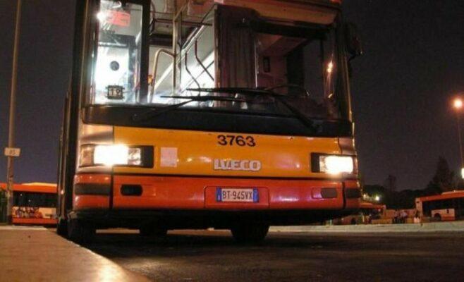 Bus a Napoli, aggressioni da Fase 3: in 2 inveiscono contro il conducente